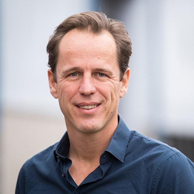 Peter Assink van Zonnehelden helpt ook u met energie besparen